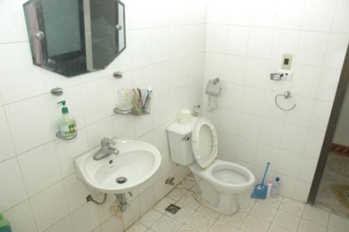 vì sao nhà vệ sinh có mùi hôi dù luôn sạch sẽ