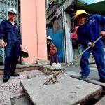Ảnh hưởng nghiêm trọng đến sức khỏe của con người từ việc tắc cống tại Hà Nội