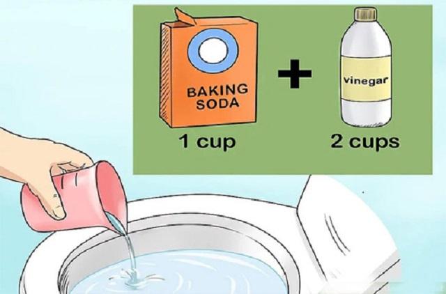 Sử dụng baking soda và giấm ăn để thông tắc bể phốt